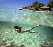 Colagem com a mulher que mergulha ao Underwater Foto de Stock