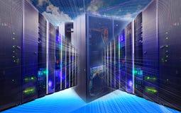 Colagem da tecnologia da informação do centro de dados com equipamento de cremalheiras e roteador dos cabos fotografia de stock royalty free