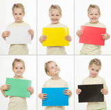 Colagem de seis meninas emocionais dos retratos com cartões coloridos Imagem de Stock