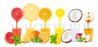 Colagem de sucos de fruto fresco no fundo branco Fotografia de Stock