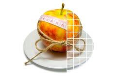Colagem do cerco da maçã da fita de medição amarrado com guita w imagens de stock