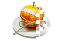 Colagem do cerco da maçã da fita de medição amarrado com guita w imagem de stock