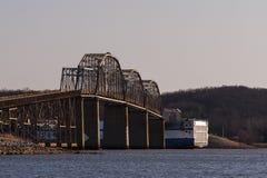 Colapso da ponte de balsa do ` s de Eggner - lago Kentucky, Kentucky fotos de stock royalty free