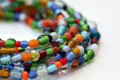 Colar colorida frisada de vidro Imagens de Stock