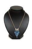 Colar com as pedras azuis isoladas Imagens de Stock Royalty Free