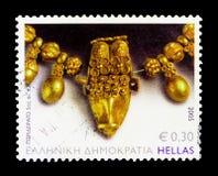 Colar com bolotas e centavo da cabeça do touro 5o B C , Grego clássico Fotografia de Stock Royalty Free