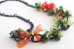 Colar de Ecojewelry dos frascos plásticos recicl Fotografia de Stock Royalty Free