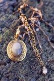Colar de pedra natural dos componentes do grânulo fotos de stock royalty free