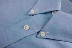 Colar de uma camisa azul Imagens de Stock Royalty Free