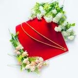 Colar 96 do ouro categoria tailandesa do ouro de 5 por cento com colocação das flores Foto de Stock Royalty Free