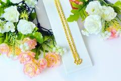 Colar 96 do ouro categoria tailandesa do ouro de 5 por cento com gancho do ouro e ro Fotografia de Stock Royalty Free