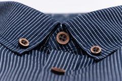 Colar material macio do material sarapintado da multa do estilo da sarja de Nimes da tela com os botões no marrom imagens de stock royalty free