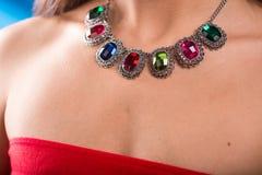 Colar no pescoço rubi e esmeralda Foto de Stock