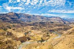 Colcacanion, Peru, Zuid-Amerika.  Incas om de Landbouwterrassen met Vijver en Klip te bouwen. stock foto's