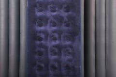 Colchão dois inflável azul para dormir e descansar fotografia de stock royalty free