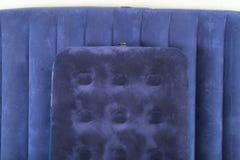 Colchão dois inflável azul para dormir e descansar foto de stock royalty free