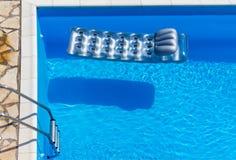 Colchão na piscina imagens de stock royalty free