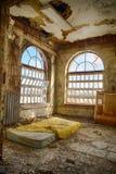Colchón en piso Fotos de archivo