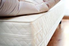 Colchón y almohada Fotos de archivo
