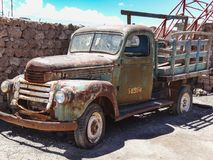 Old rusty truck in colchani village at the edge of salar de uyun royalty free stock photography