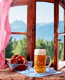 Cold beer and salty pretzels Royalty Free Stock Photography