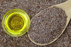 Cold pressed Linseed yellow oil on flaxseed Royalty Free Stock Photos