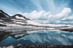 Free Cold Snowy Lake With Water Mirror Reflection Of Clouds And Mountains Royalty Free Stock Photos - 120643398