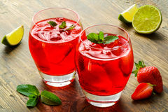 Cold strawberries drinks with strawberry slices Royalty Free Stock Photography