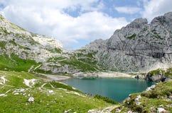 Coldai sjö, Dolomites, Italien royaltyfri fotografi