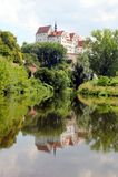 Colditz Castle που απεικονίζεται στον ποταμό Zwickauer Mulde Στοκ εικόνα με δικαίωμα ελεύθερης χρήσης