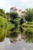 Colditzkasteel die in de rivier Zwickauer Mulde worden weerspiegeld Royalty-vrije Stock Afbeelding
