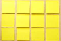 Coleção amarela vazia do post-it do post-it Fotografia de Stock Royalty Free