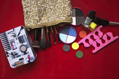 Coleção da composição Sombra para os olhos, escovas da composição no vermelho Imagem de Stock Royalty Free