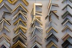 Coleção da loja de quadro W da loja da prateleira das cremalheiras dos cantos do equipamento imagem de stock royalty free
