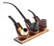 Coleção da tubulação de cigarro no suporte de madeira Imagens de Stock Royalty Free