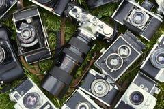 Coleção de câmeras retros do analogue do filme do vintage velho Imagens de Stock Royalty Free