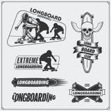 Coleção de etiquetas, de emblemas, de crachás e de elementos longboarding e skateboarding do projeto Silhueta do longboarders Fotos de Stock Royalty Free