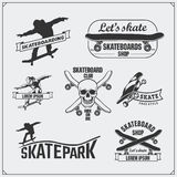 Coleção de etiquetas, de emblemas, de crachás e de elementos skateboarding do projeto ilustração do vetor