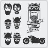 Coleção de etiquetas retros da motocicleta, de emblemas e de elementos do projeto Capacetes, óculos de proteção, motociclistas e  Foto de Stock