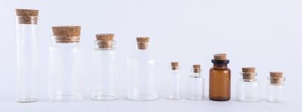 Coleção de frascos de vidro vazia, isolada Imagem de Stock