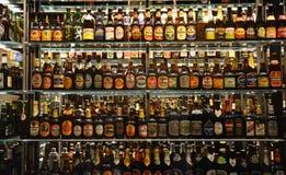Coleção de garrafa maciça da cervejaria de Carlsberg Foto de Stock Royalty Free