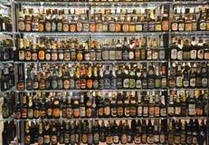 A coleção de garrafa maciça na cervejaria de Carlsberg em Copenhaga Imagens de Stock Royalty Free