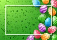 Coleção de ovos coloridos com o quadro vazio para o texto no fundo bonito da garatuja Fotos de Stock Royalty Free
