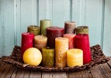 Uma coleção de velas decorativas Fotografia de Stock Royalty Free