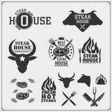 Coleção do BBQ Grupo de etiquetas, de crachás e de emblemas do bife da grade do vintage Fotografia de Stock Royalty Free