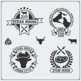 Coleção do BBQ Grupo de etiquetas, de crachás e de emblemas do bife da grade do vintage Fotografia de Stock