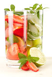 Coleção do cocktail: Morango e mojito clássico Fotografia de Stock Royalty Free