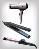 Coleção do ferro liso realístico, do ferro de ondulação e do secador de cabelo Foto de Stock