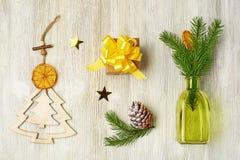 A coleção do Natal do Natal de madeira brinca sob a forma da A.A. imagens de stock royalty free