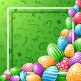 Coleção do ovo da páscoa colorida com o quadro vazio para o texto no fundo bonito da garatuja Imagem de Stock